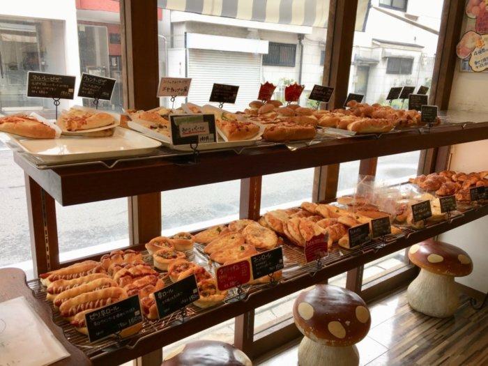 マルルー都島区店内のパンコーナー