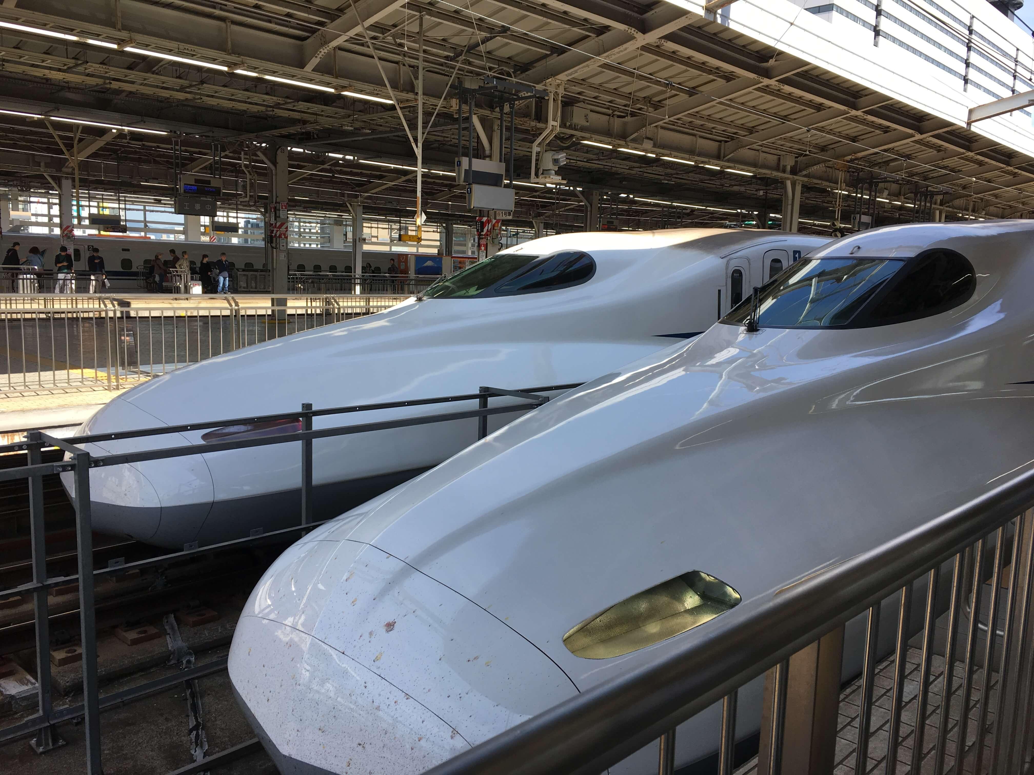 新大阪駅新幹線東京行き先頭