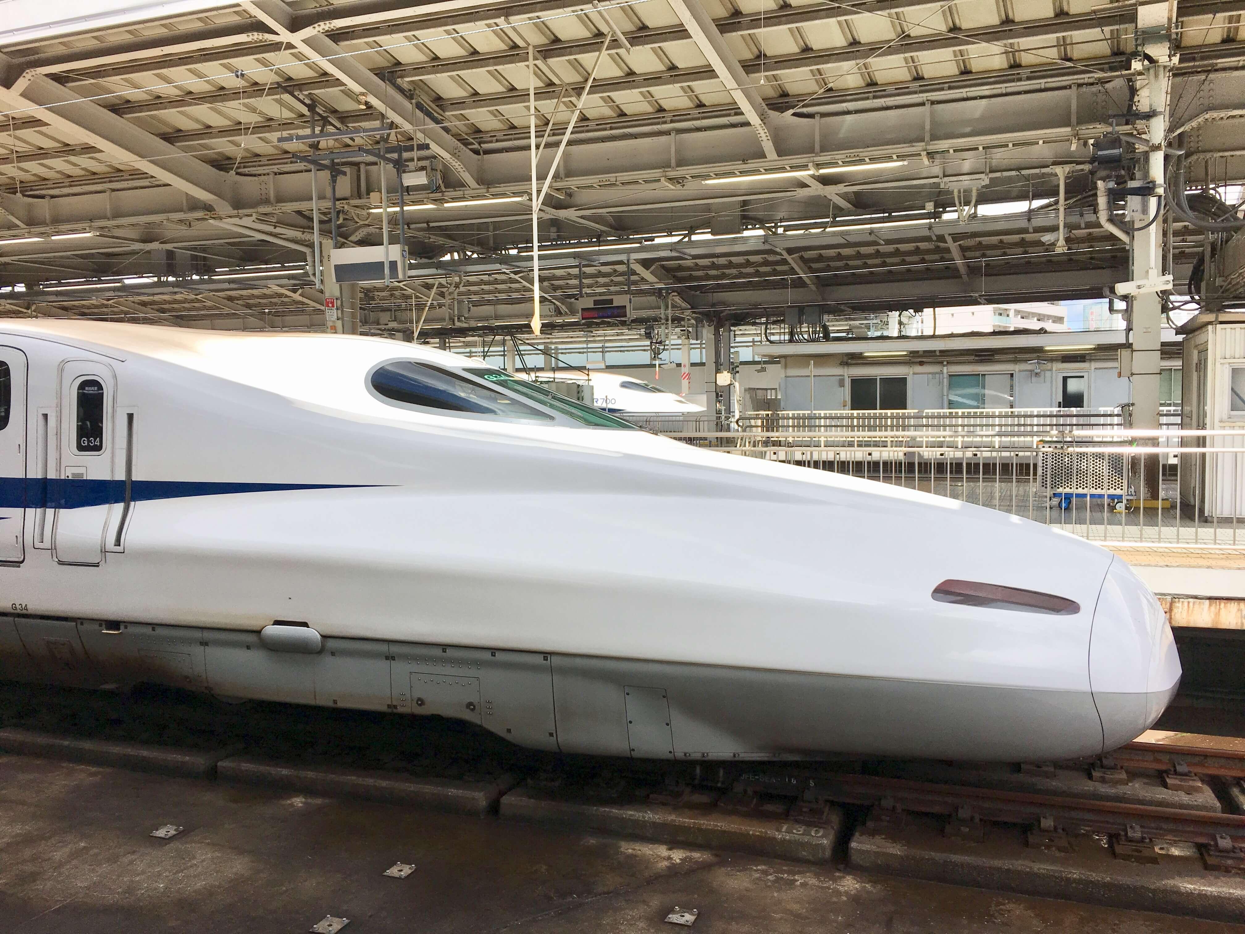新大阪駅新幹線博多行きの先頭
