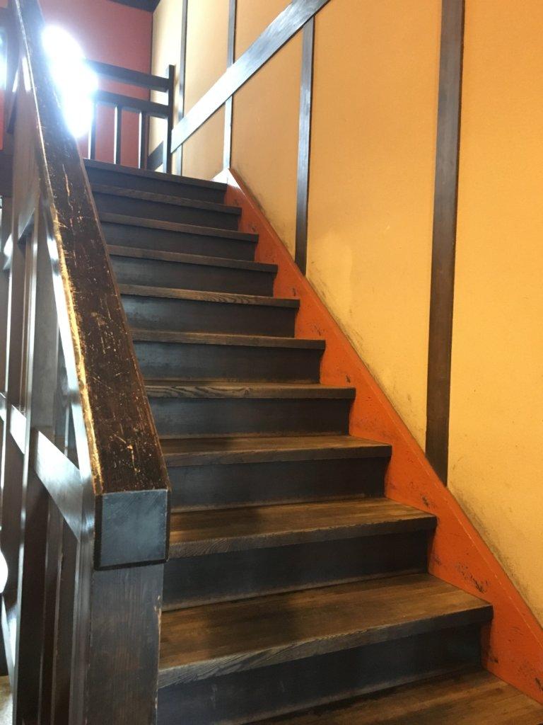 今日亭都島店の2階への階段が急