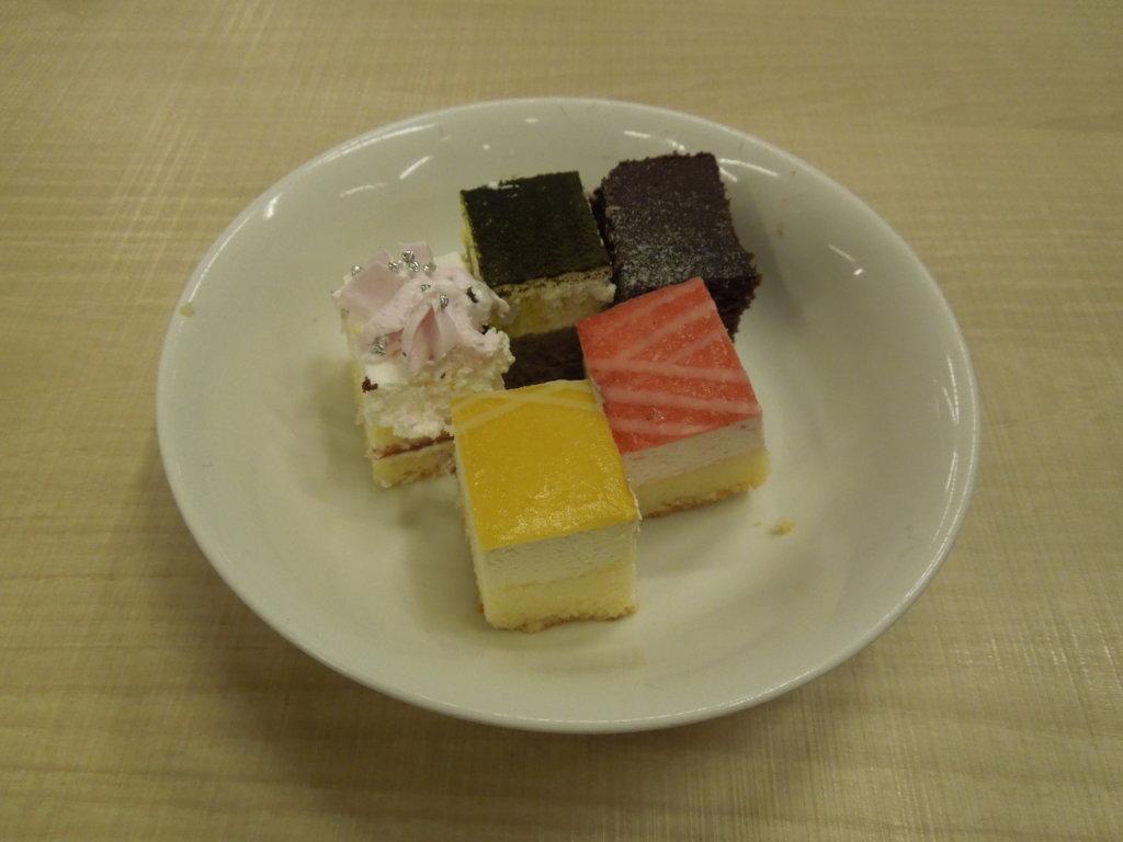 大江戸温泉物語 箕面観光ホテルのケーキ