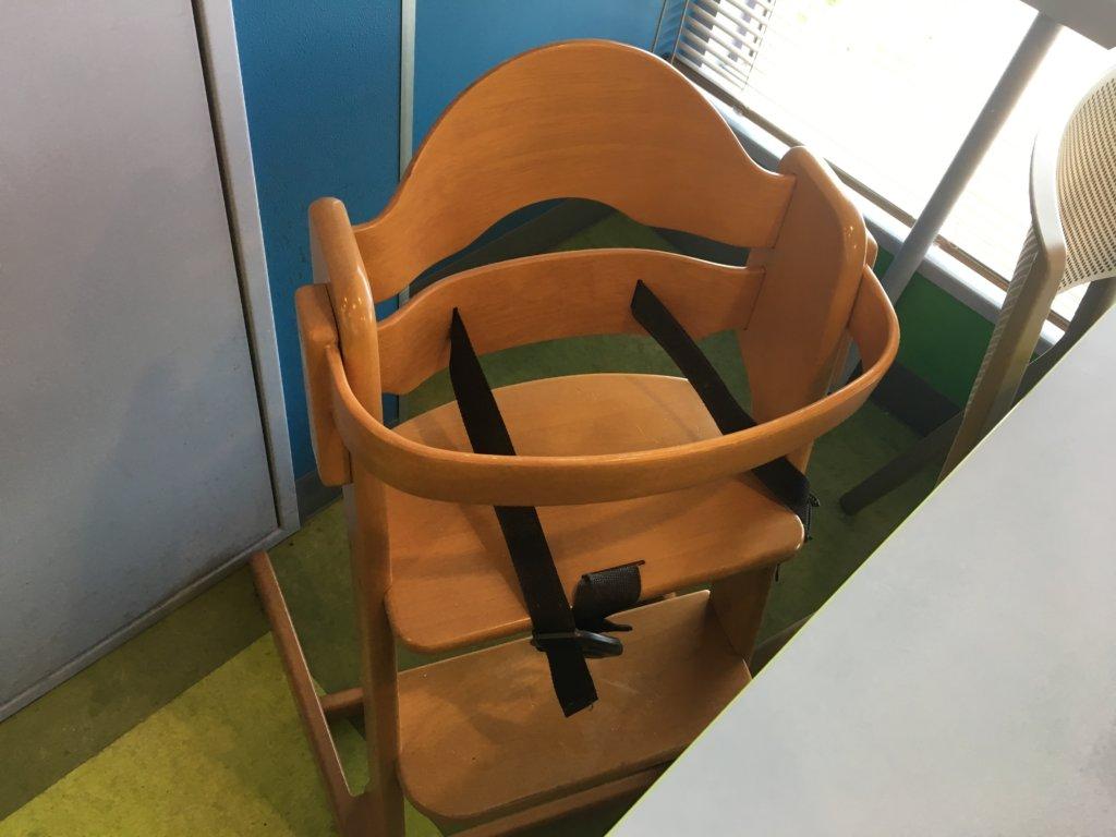 サイゼリヤの子供椅子置くタイプ
