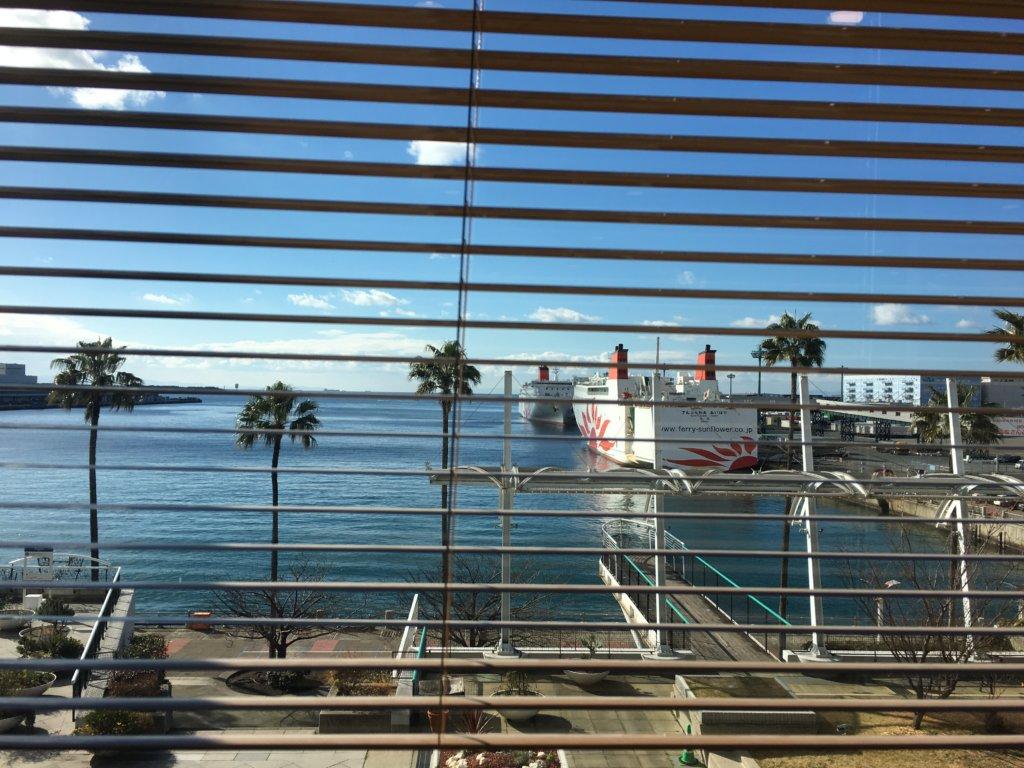 サイゼリヤ南港ATC店の窓際の景色②