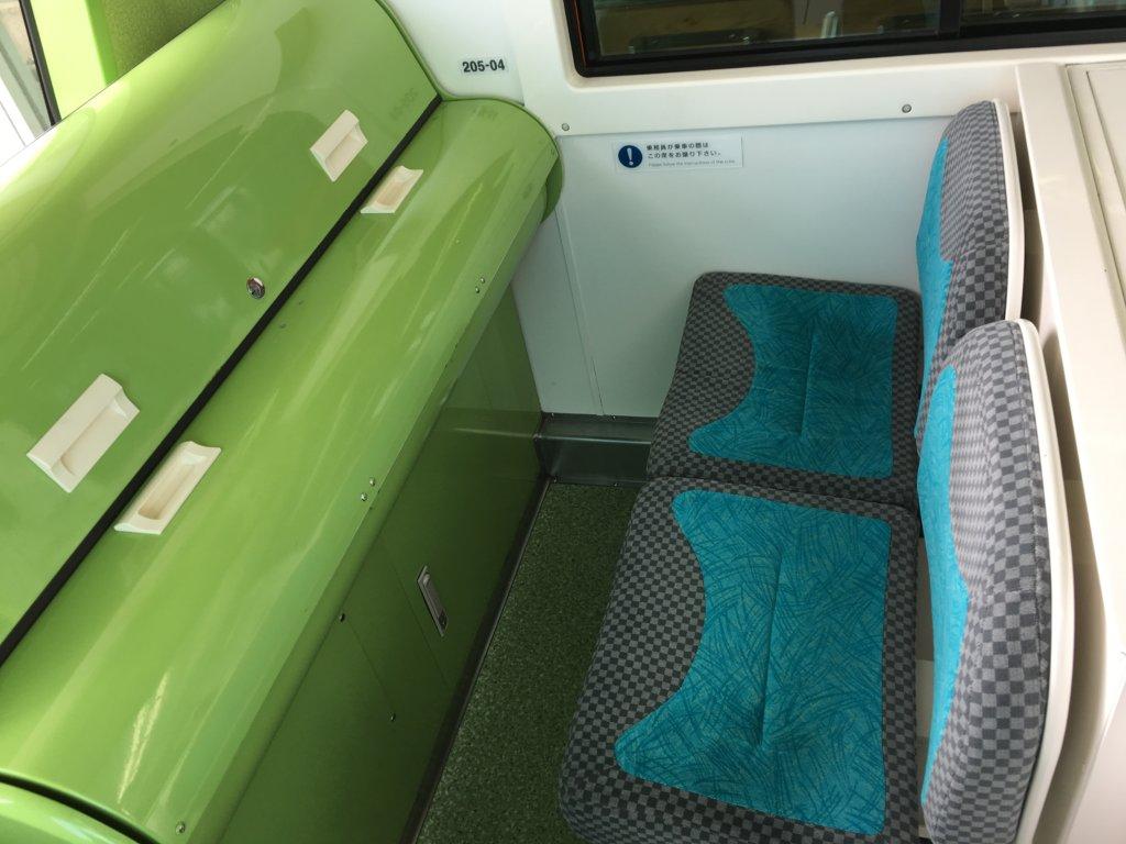 南港ポートタウン線(ニュートラム)の座席