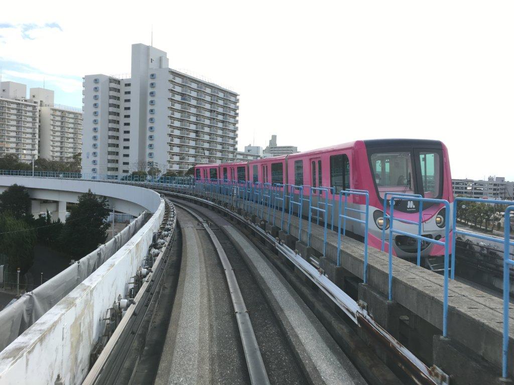 南港ポートタウン線(ニュートラム)ピンク色