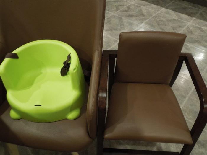 湯快リゾート白浜朝彩楽プレミアムバイキング会場の子供椅子
