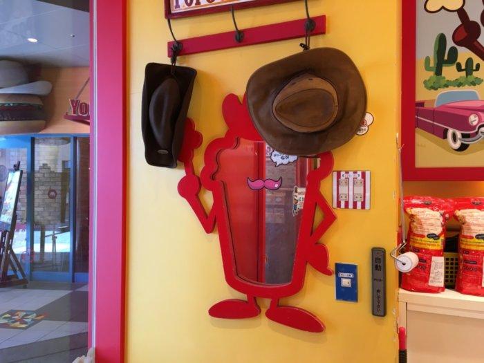 ポップコーンパパUCW店写真用のポップコーンパパ帽子