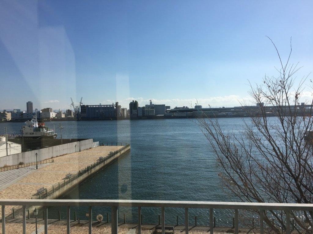 ホテルユニバーサルポート リコリコの前は海