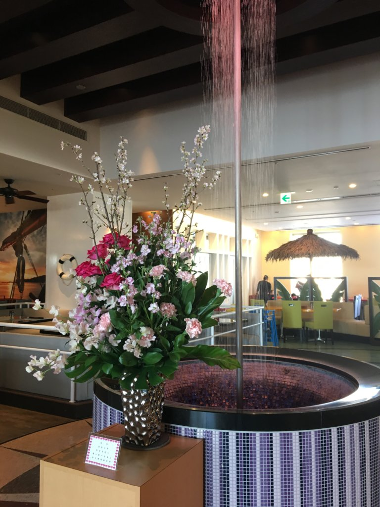ホテルユニバーサルポート リコリコおしゃれなピンク色の噴水