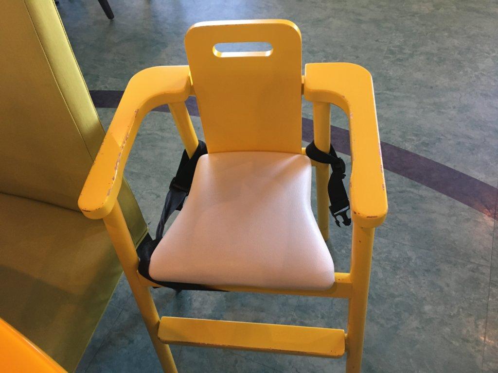 ホテルユニバーサルポート リコリコの子供椅子
