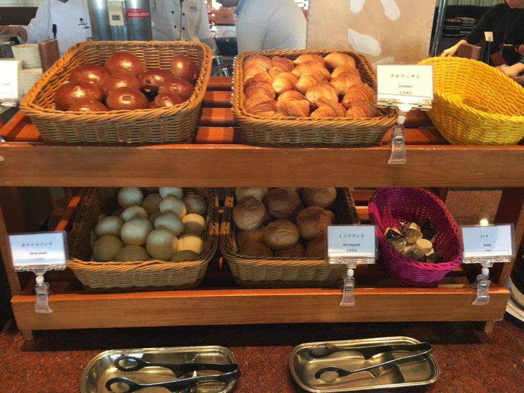 ホテルユニバーサルポート リコリコ、ランチバイキングのパン