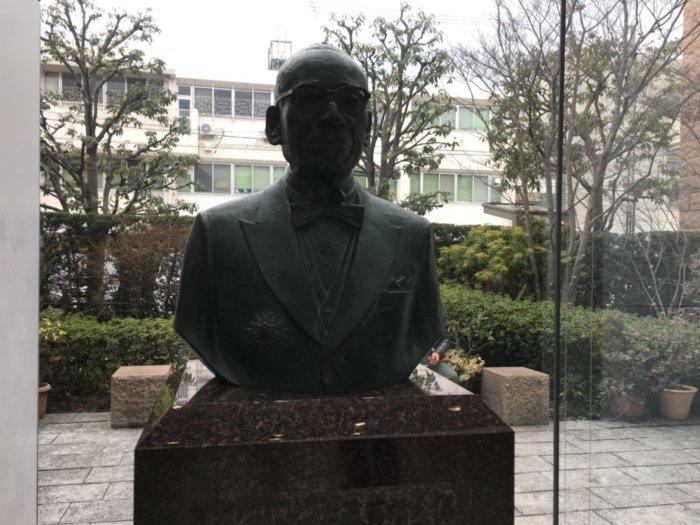 カップヌードルミュージアム大阪池田、安藤百福の像