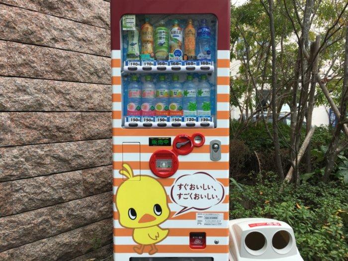 カップヌードルミュージアム大阪池田、チキンラーメンの柄の自動販売機