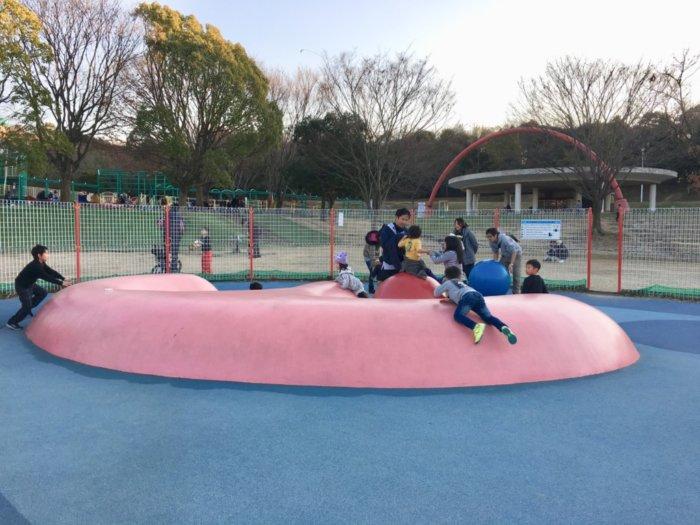 蜻蛉池公園、ふわふわジャンプできる遊具