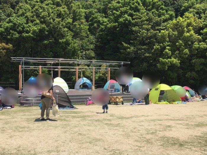 永楽ゆめの森公園芝生広場にテントがたくさん