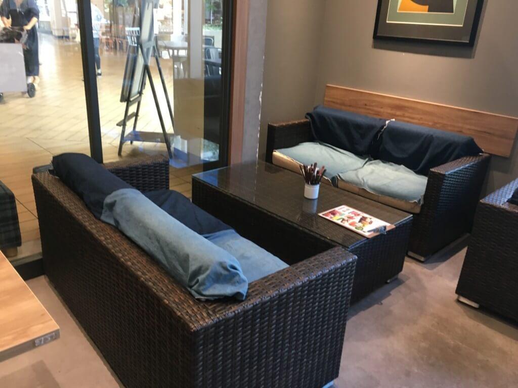 ソライロテラスのソファー席