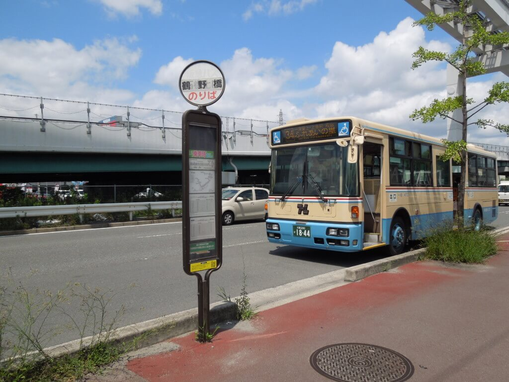 鳥飼車両基地前の鶴野橋バス停