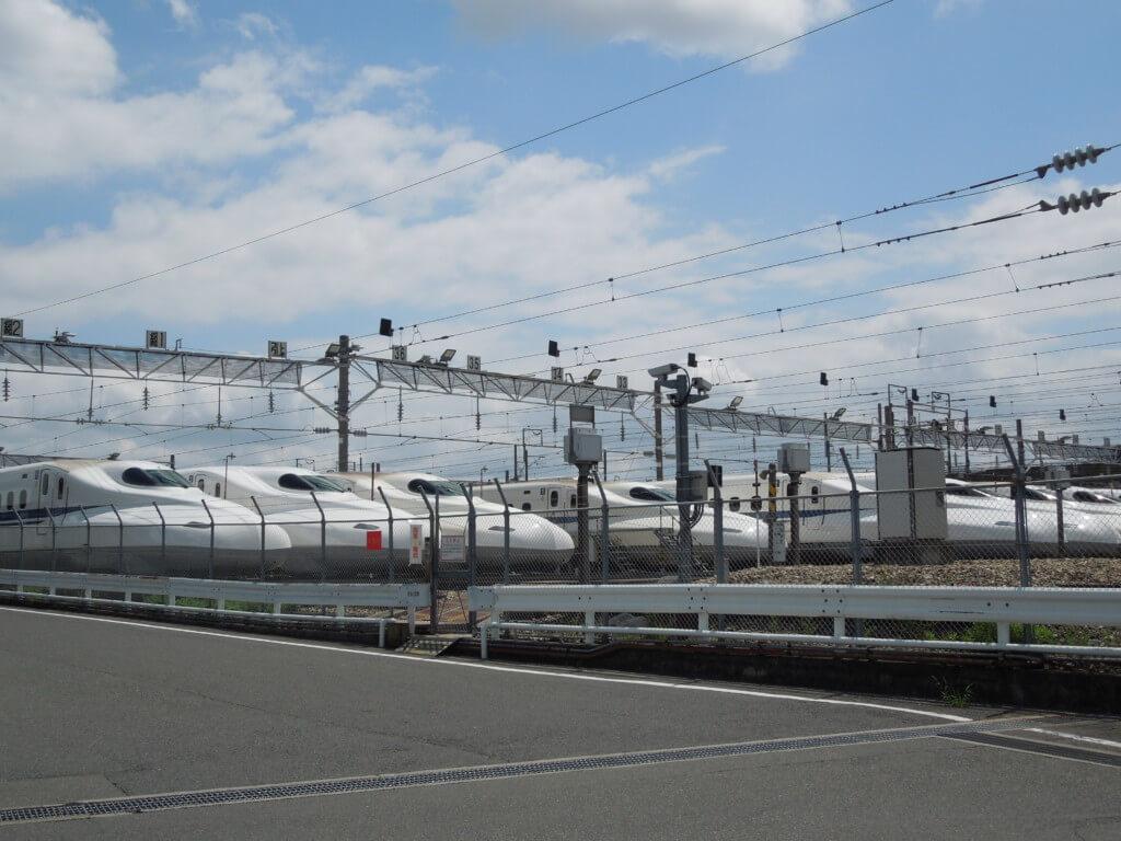 鳥飼車両基地の新幹線のぞみ10両