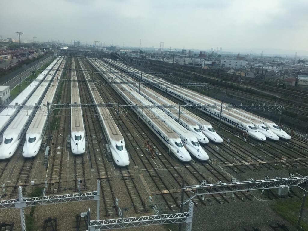 大阪モノレールから見た鳥飼車両基地