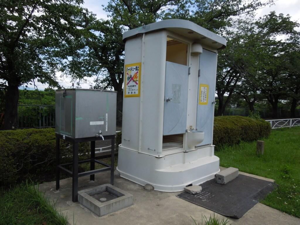 新幹線公園のトイレ