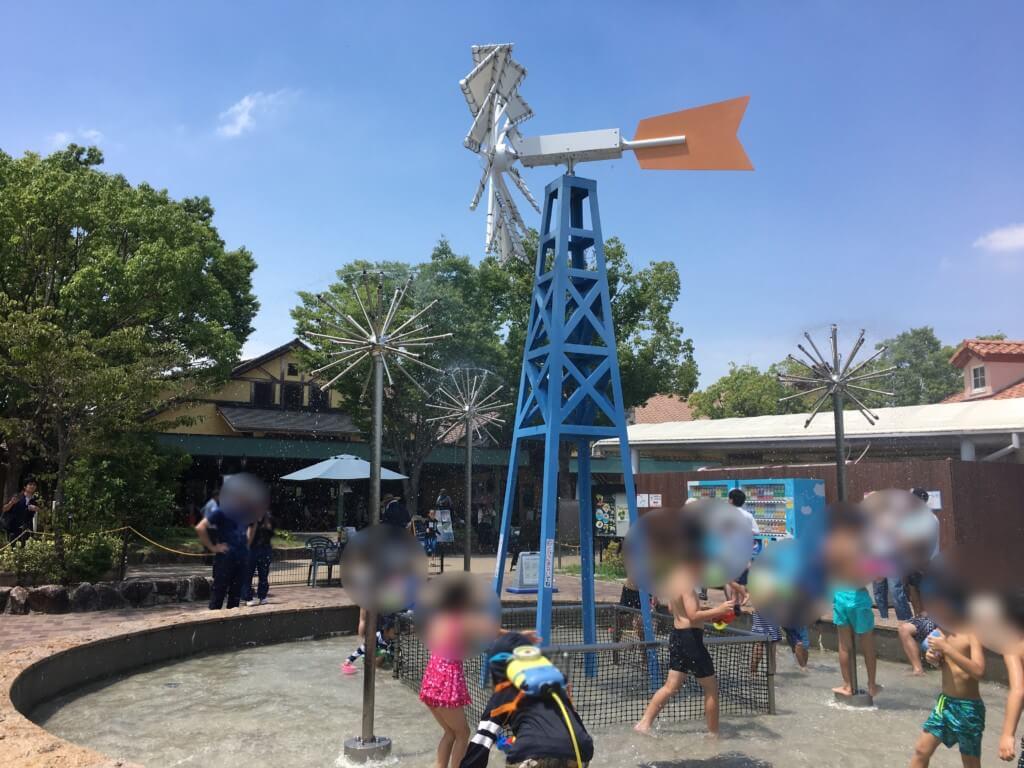 ハーベストの丘水遊び(じゃぶじゃぶ広場)上から水が流れる機械