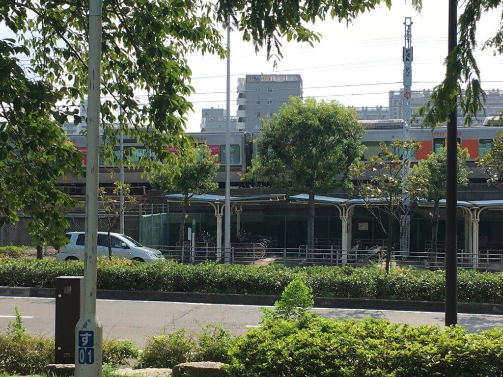 大阪城公園の遊具 子供天守閣から見える環状線