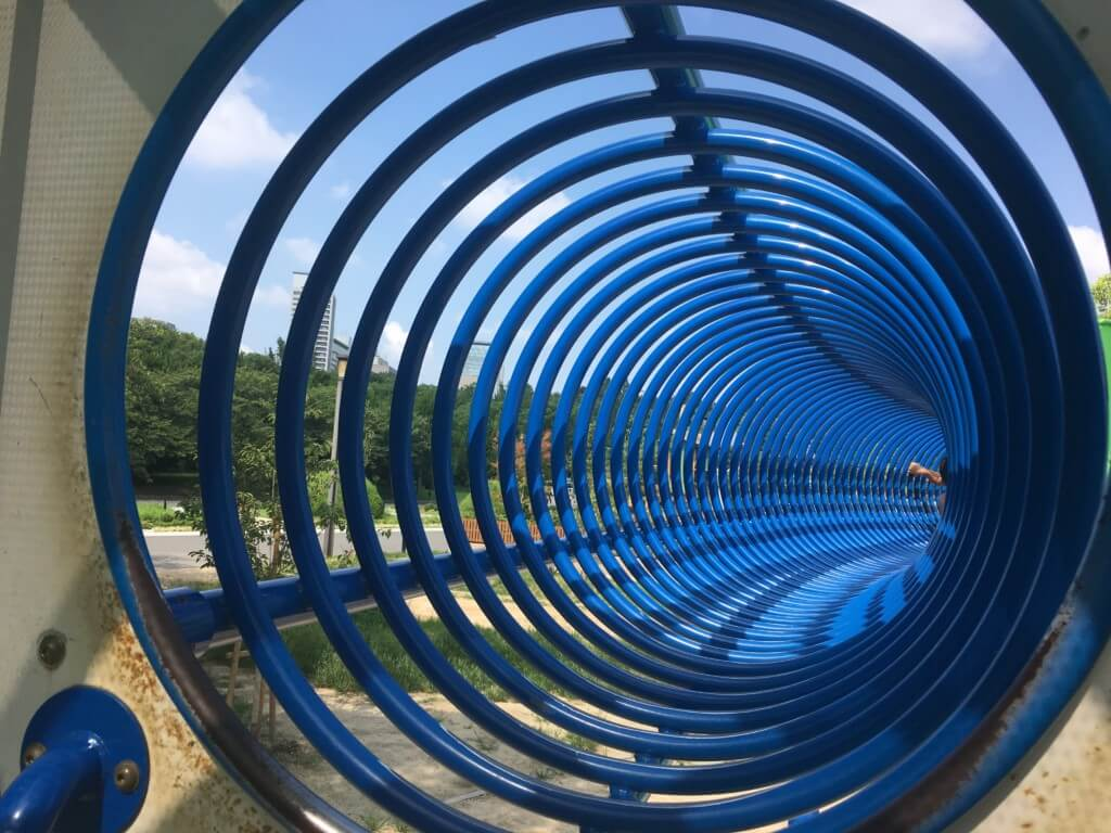 大阪城公園の遊具 子供天守閣 忍びの回廊は狭い