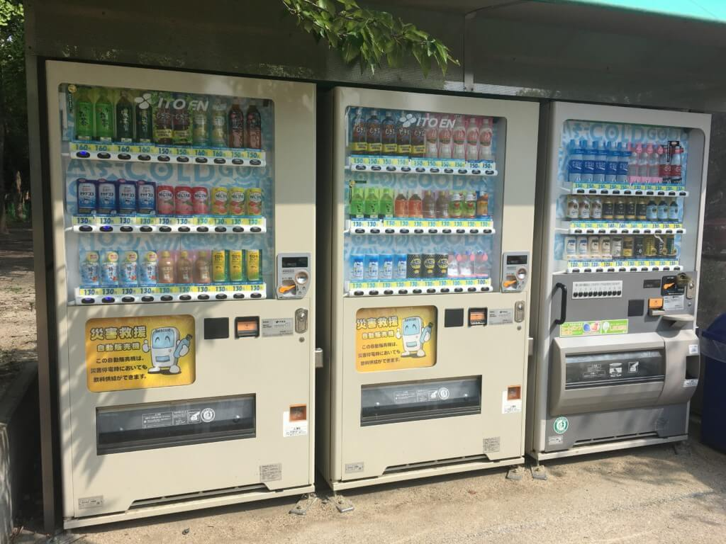 大阪城公園の遊具 子供天守閣 自動販売機
