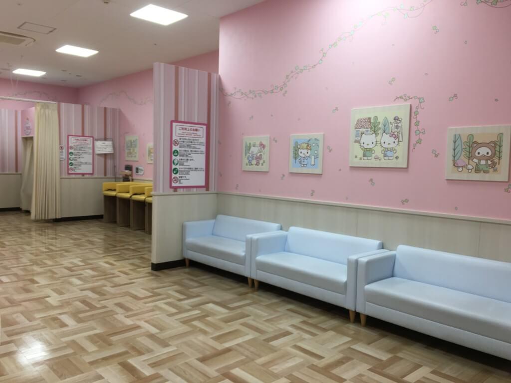 キューズモール2階授乳室・オムツ・遊び場にあるソファー