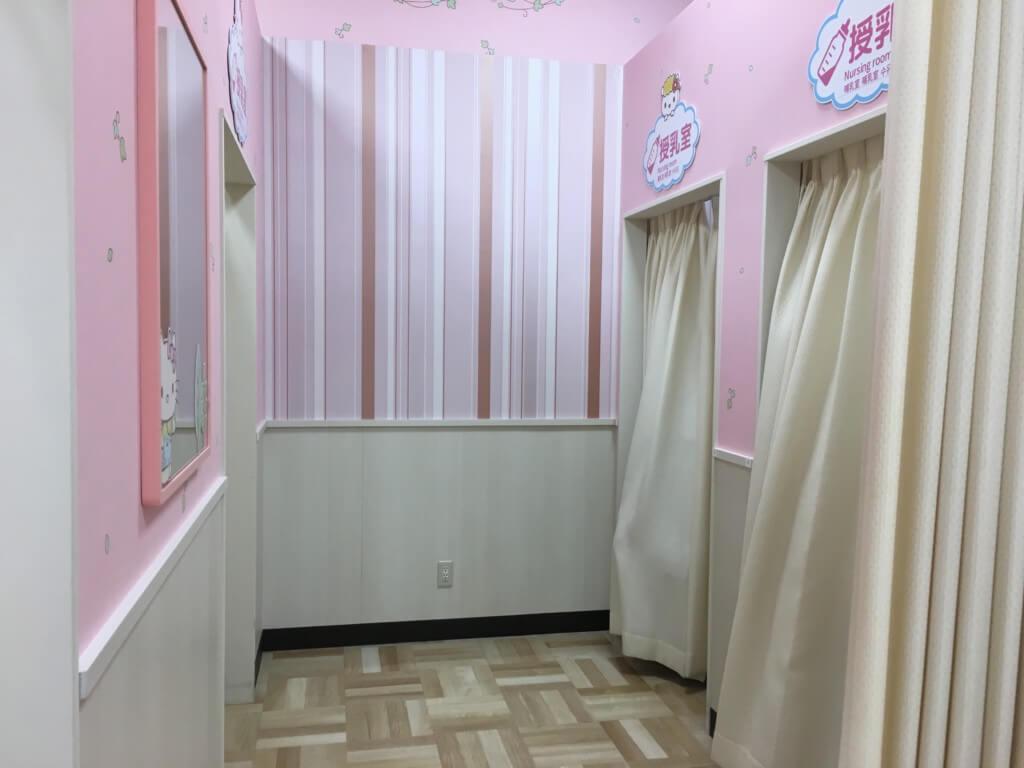 キューズモール2階授乳室・オムツ・遊び場の授乳室は個室3つ