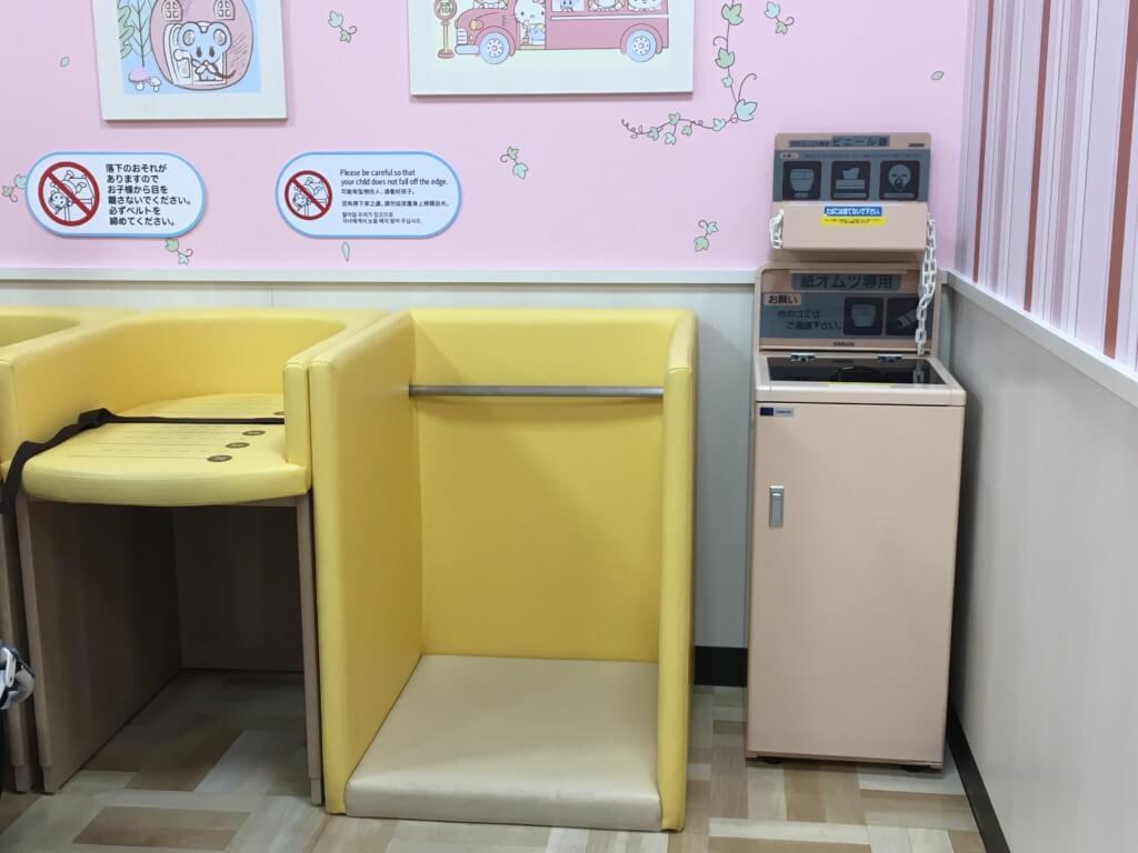 キューズモール2階授乳室・オムツ・遊び場、おむつは立っても交換できる