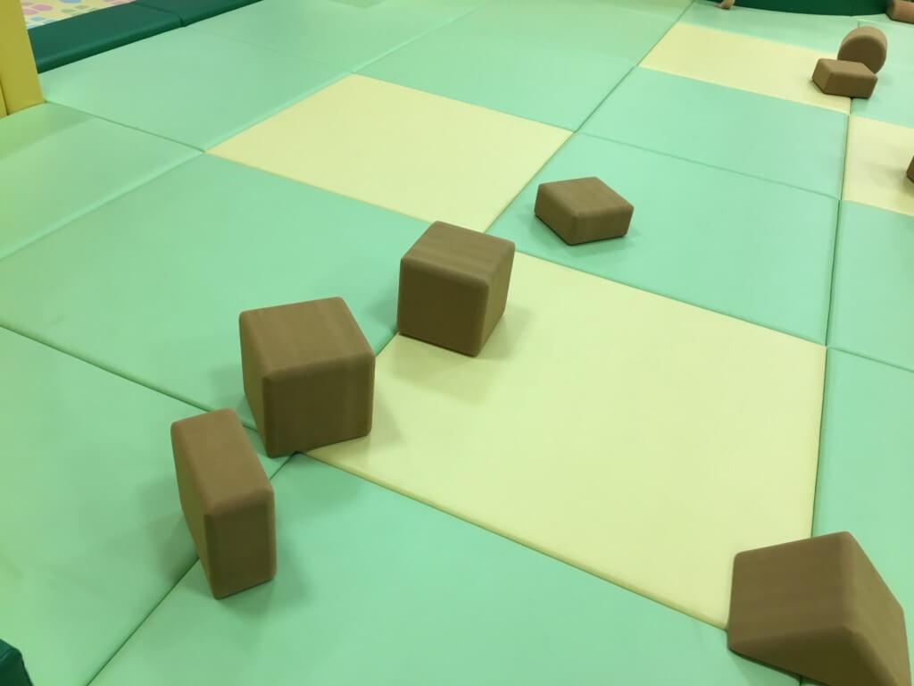 キューズモール2階授乳室・オムツ・遊び場にあるブロックのおもちゃ
