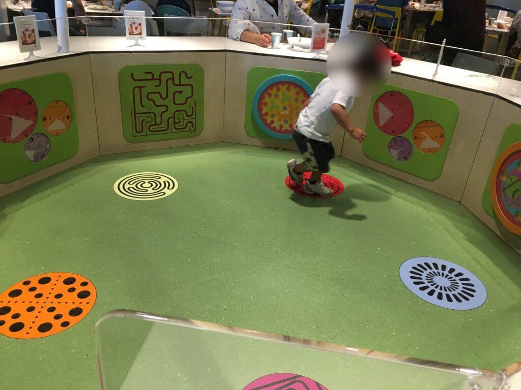 IKEAレストラン子供の遊び場