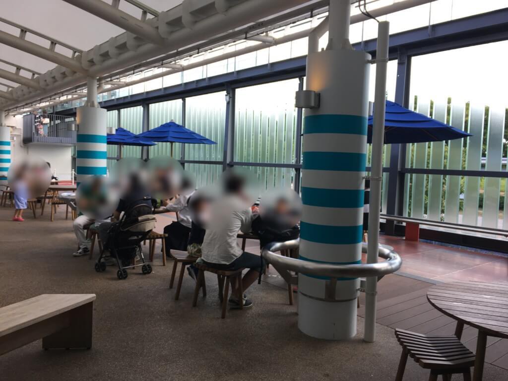 京都水族館内の食事スペース
