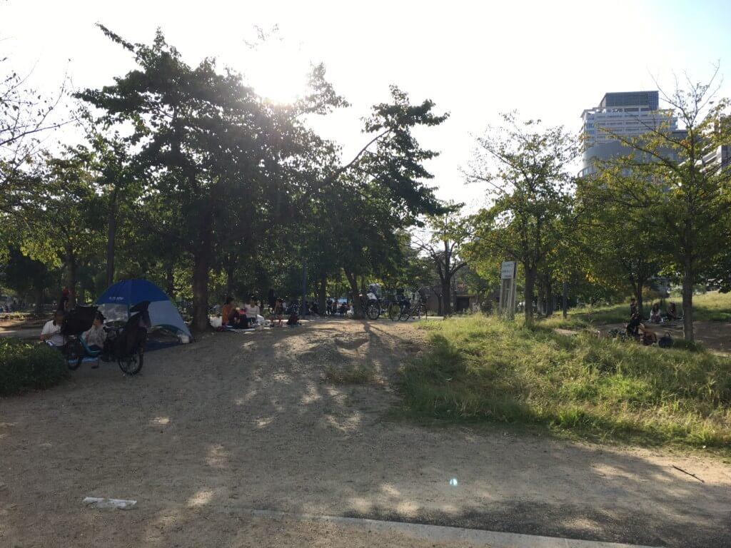 扇町公園は広くてレジャーシートが敷ける