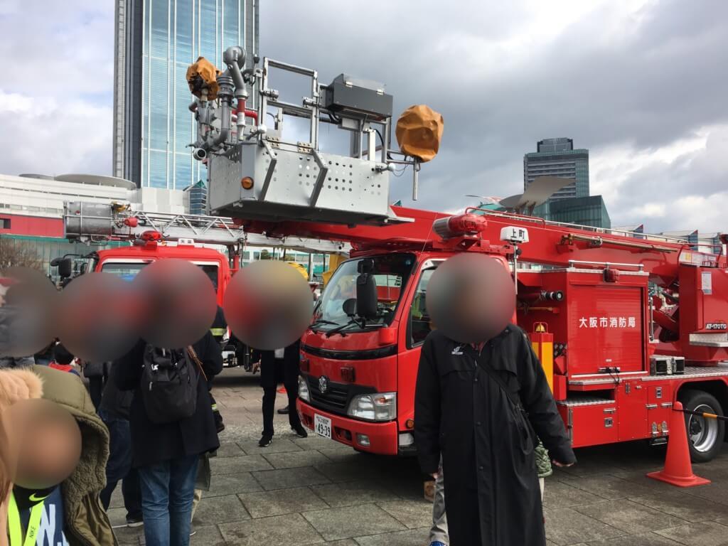 大阪市消防出初式では数種類の消防車と記念撮影