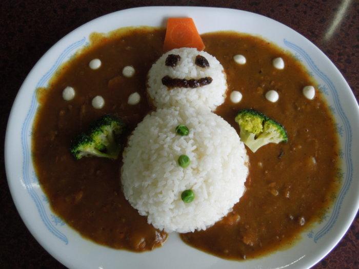 あそびばす雪遊びツアーのお昼ご飯は雪だるまカレー