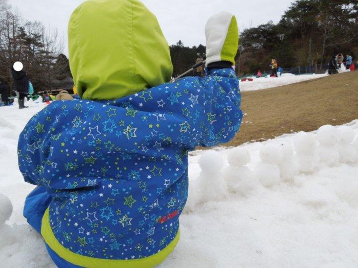 雪遊び子供の服装