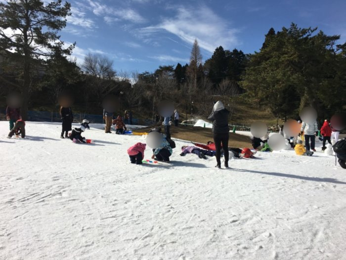 あそびばす雪遊びツアー六甲山スノーパークで雪遊び開始
