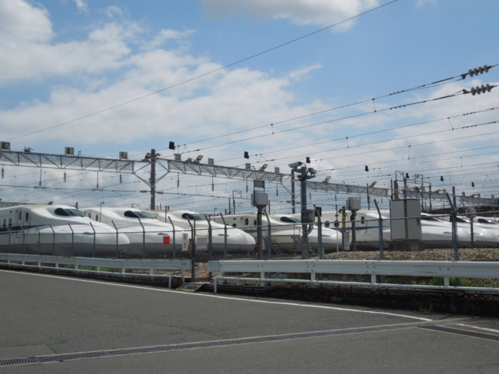 鳥飼車両基地の新幹線