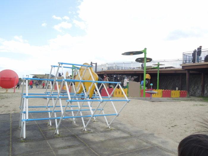伊丹スカイパークの乳幼児向け遊具エリア