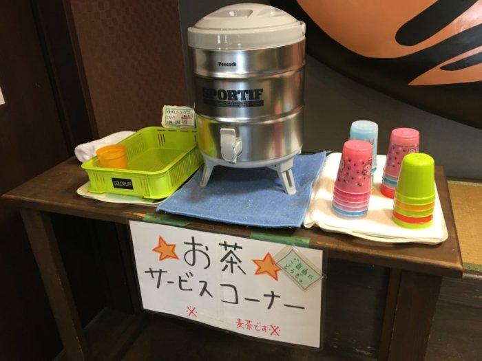 日本一たい焼き大阪鶴見店のお茶サービスコーナー