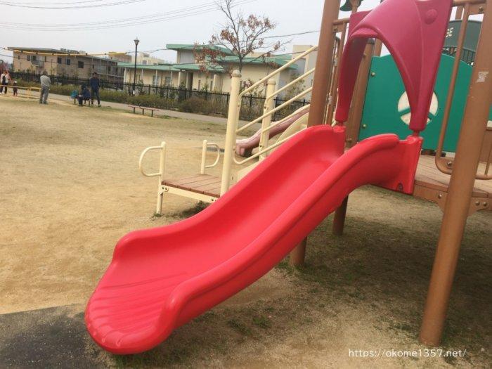さぎのせ公園@岩出市の遊具短いすべり台
