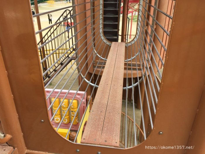 さぎのせ公園@岩出市の遊具は細い柵があって安全
