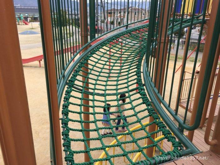 さぎのせ公園@岩出市のロープを渡る遊具
