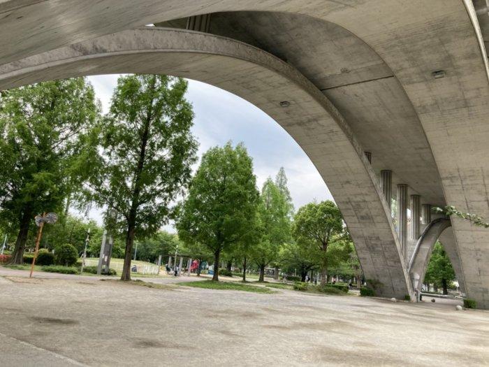 城北公園の高架下広場